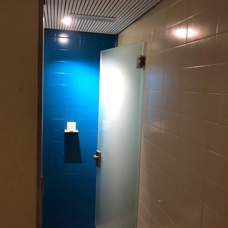baño reformado en azul