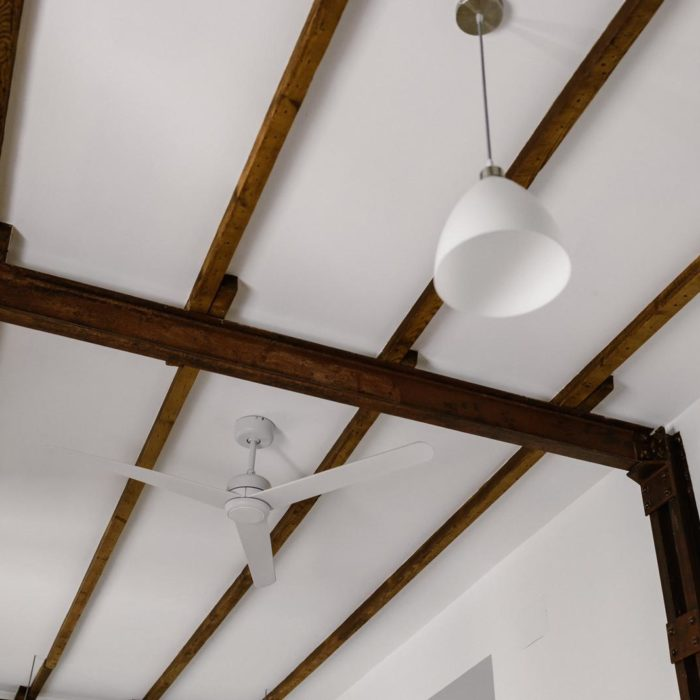 techo con vigas de maderas vistas